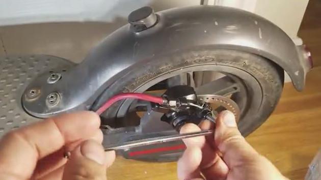 Demontage cable de frein Xiaomi M365 Mijia