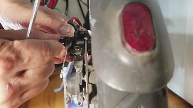Retendre le cable de frein, il ne doit pas être mou.