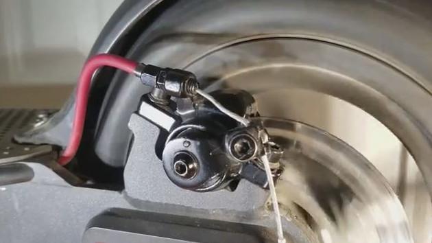 Tourner la roue arrière de votre trottinette Xiaomi M365 Mijia