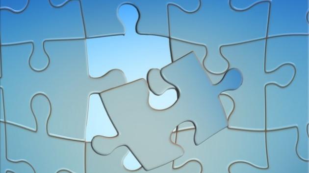 Puzzle bleu avec pièce à mettre