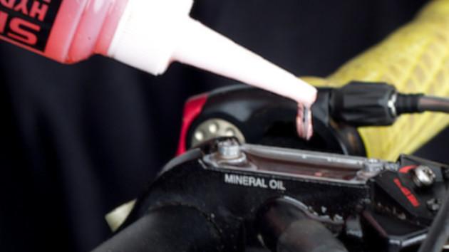 Mise à niveaux de liquide de freins sur freins Shimano