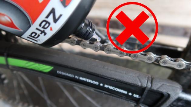 Lubrifier chaine vélo, mauvaise méthode.