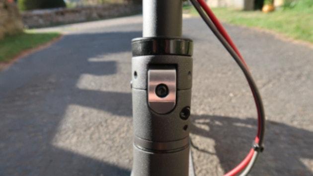 Photo d'un lock renforcé Xiaomi Mi M365 / Pro / Pro 2 / Scooter Lite / Essential dans un endroit sécurisé
