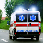 Ambulance avec gyrophare allumé