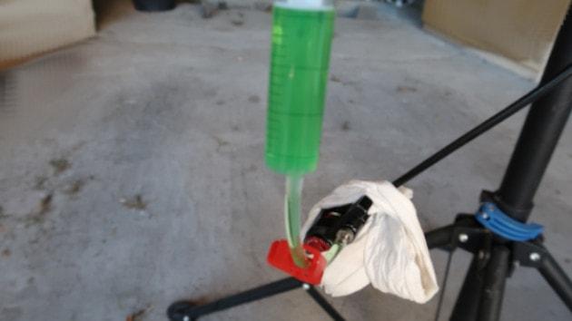 Seringue n°2 connecté à l'étrier de frein trottinette électrique