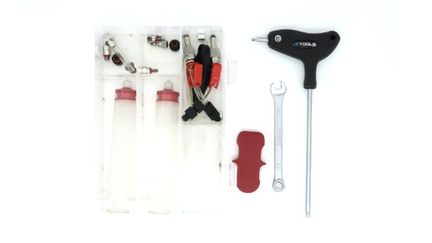 Outils : clé plate - clé torx - kit purge magura - cale