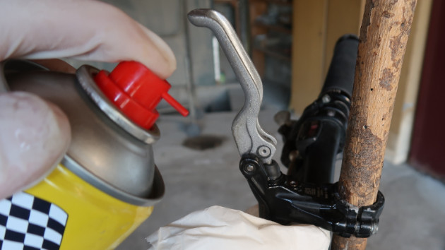 Nettoyage des freins Formula B4 avec spray