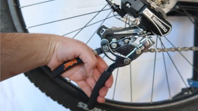 Serrage de votre cable de dérailleur sur votre dérailleur Shimano Ultegra 8000