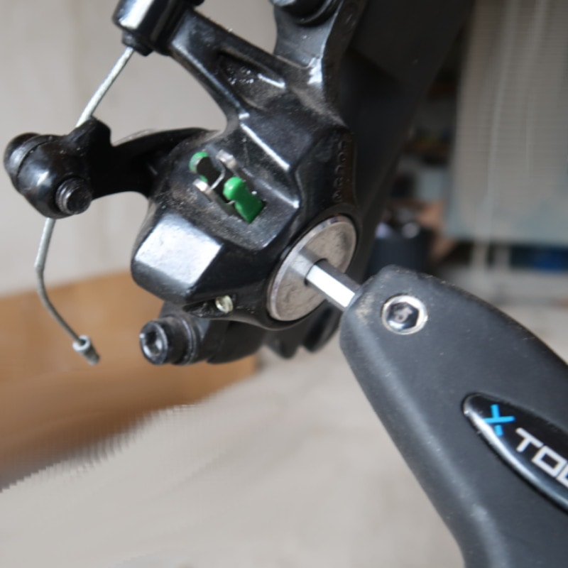 Devisser la vis de réglage de vos frein Promax 300