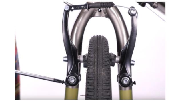 Réglez votre frein V-brake VTT avec un tournevis cruciforme