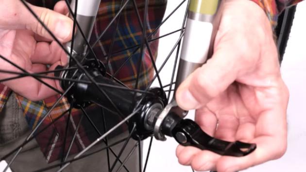 Montage roue pour régler V-brake Deacthlon